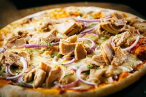 pizza calabrese con tonno e cipolla di tropea